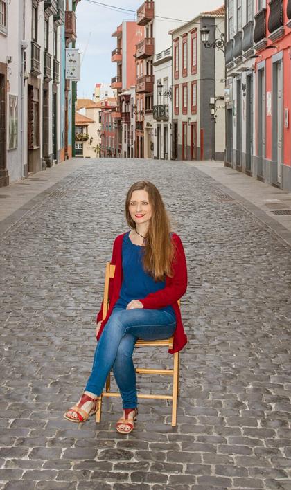 Belén Lorenzo · Licenciada en Historia del Arte por la Universidad de La Laguna y en Historia y Ciencias de la Música por la Universidad de La Rioja. Especialista Universitario en Archivística, ejerce de Archivera Municipal.
